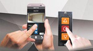 phoneandold 300x165 - 遠端鐵捲門遙控器 智慧 | 監控 | 保全 | 安防